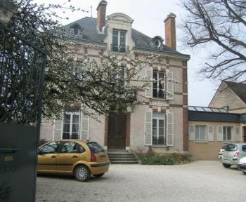 Location Local professionnel 2 pièces Auxerre (89000) - Rond point de Paris